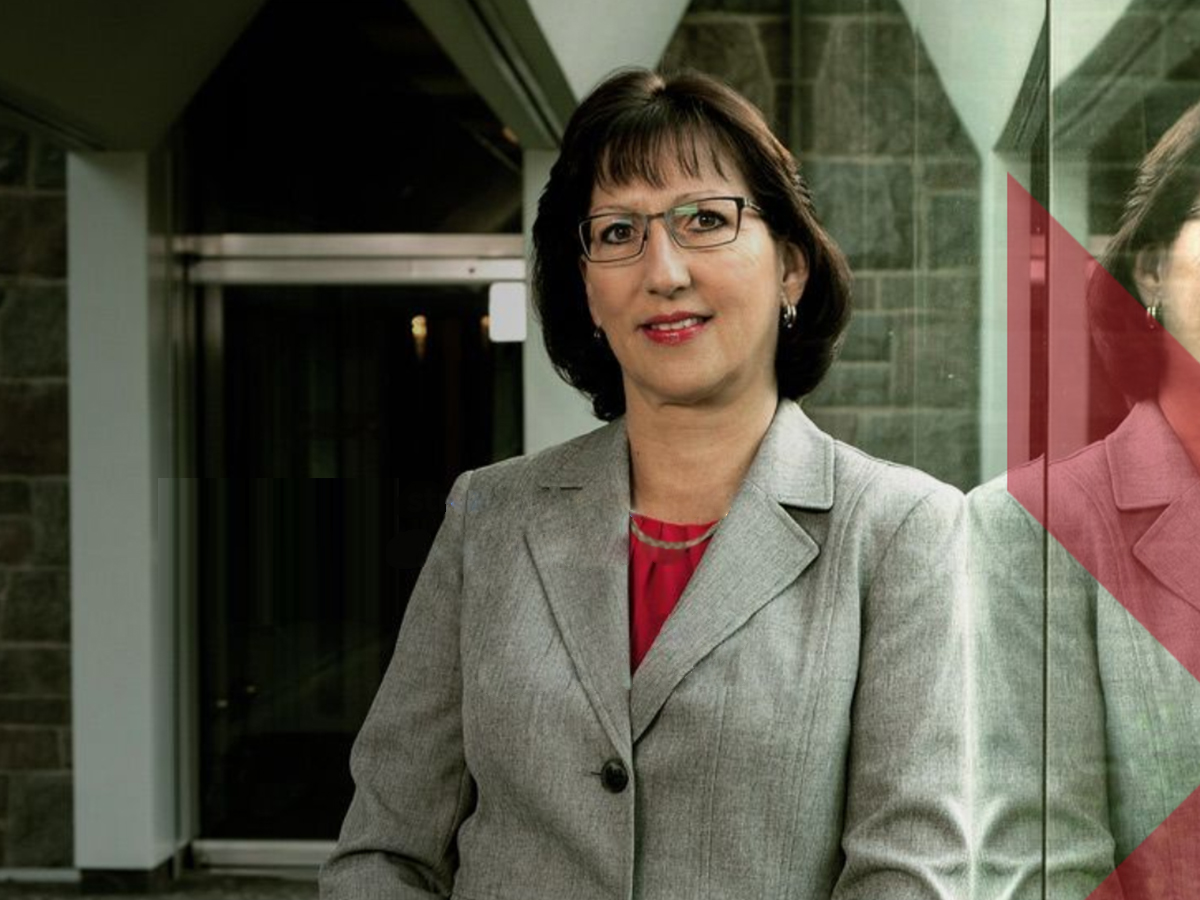Portrait of lady wearing glasses